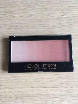 Makeup Revolution 打光影 胭脂 Gradient Highlighter
