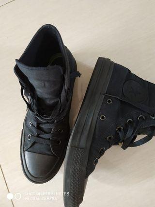Sepatu converse hi black