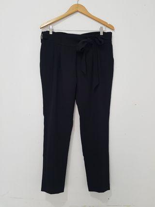 Celana panjang loose kain wanita dengan ikat pita warna hitam Mango original sz M