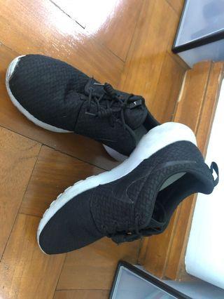 online store 813a4 0bcb5 SHOPPE RK SALE!! Nike Women Roshe size US 7.5