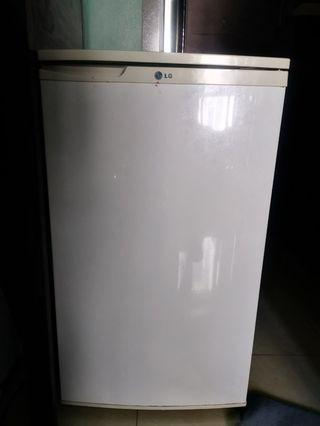 LG GC-131SVF Personal Refrigerator with Counter Top