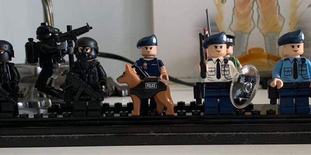 HK police LEGO