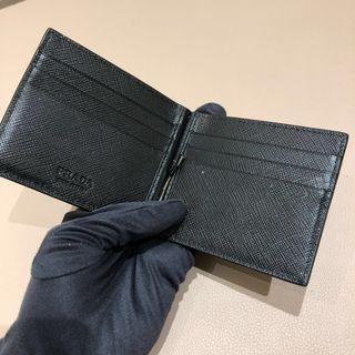 🚚 Prada Money Clip Bi Fold
