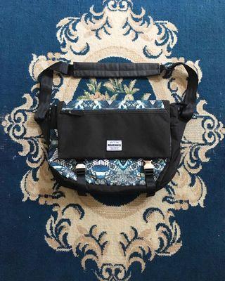 Draconite slingbag