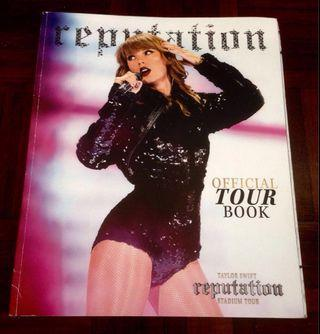 Taylor Swift : Reputation Tour Book (Imported)