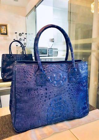 🚚 Genuine crocodile skin handbag