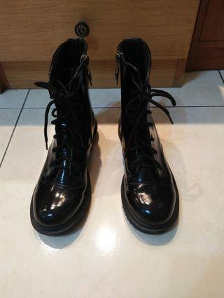亮漆皮馬汀靴