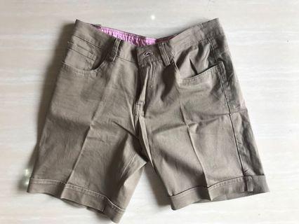 Celana pendek Chino