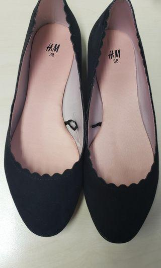 Flat shoes, black suede never worn