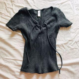 Tee T Shirt Short Sleeves in grey Slim Cut 全新歐美風深灰色短袖上衣 修身 修腰 圓領 開胸綁帶 蝴蝶結 Size XS-S