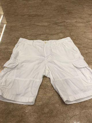 UNIQLO米色短褲
