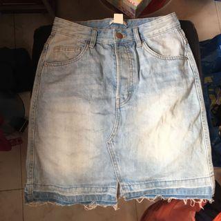 🚚 H&M Buttoned up Denim Skirt