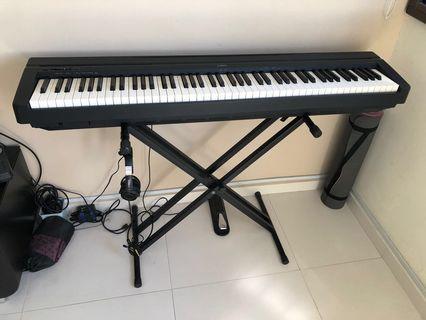 Yamaha P35 Digital Piano with Yamaha HPH-200 headphone