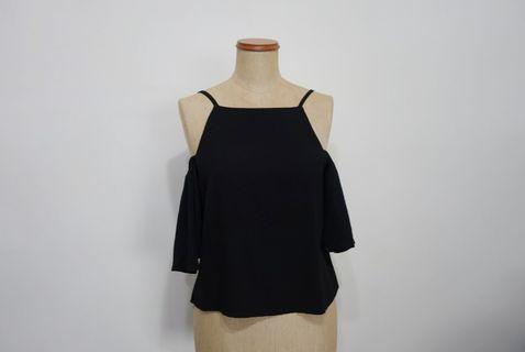 🚚 Black Off Shoulder Top