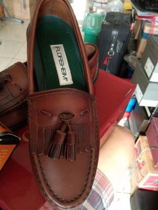 Florsheim mens causel shoes..