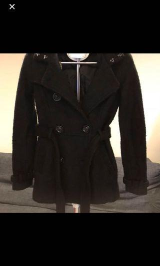 換季清倉,買超過100元免費送-黑色短版大衣