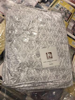 冷氣被 air conditioner quilt (new and packed)