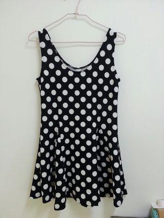 🚚 黑白圓點背心洋裝