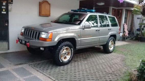 Grand Cherokee 4000 cc tahun 2000