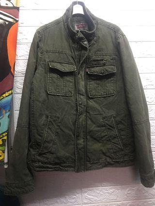 🚚 #軍綠 #內鋪棉外套 #Levis外套 #軍裝版型🌸黃83
