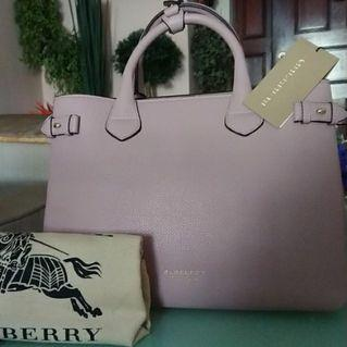 🚚 Medium Burberry Banner in Pale Orchid