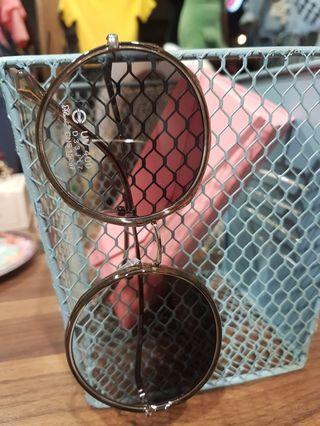 🚚 抗UV400墨鏡