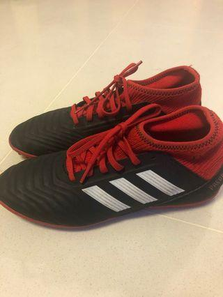 🚚 Adidas Soccer Shoes UK size 5