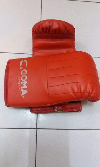 Goma boxing gloves