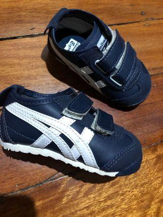 Asic tiger shoes size 4