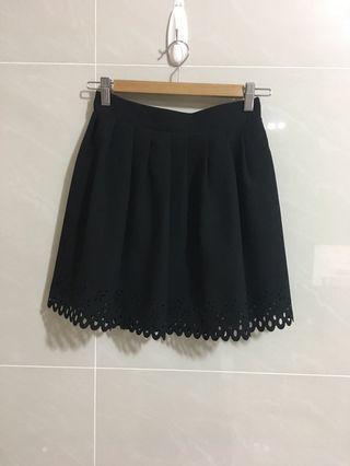 韓貨 蕾絲裙擺印花洞洞黑色短裙