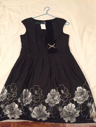 🚚 Black Floral Dress
