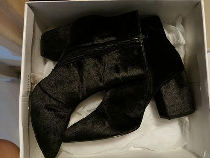 Steve madden faux fur pointed boots