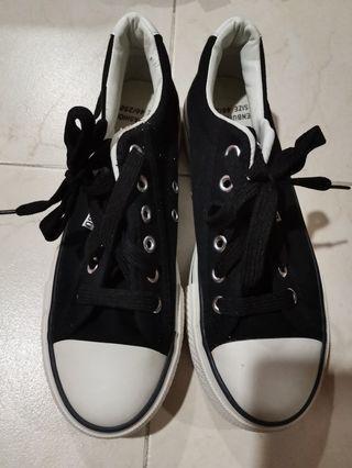 🚚 Ladies shoes