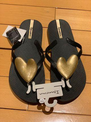 Neo love heart detail flip flops