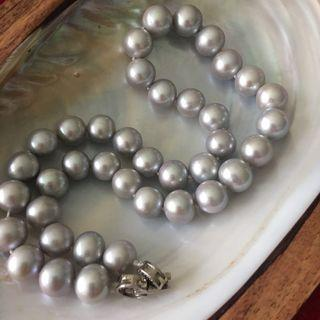 (RESERVED) GORGEOUS!!  silvery gray pearl necklace