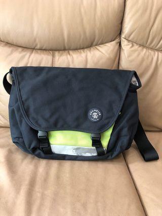 🚚 Preloved Crumpler Moderate Embrrassment Laptop Bag