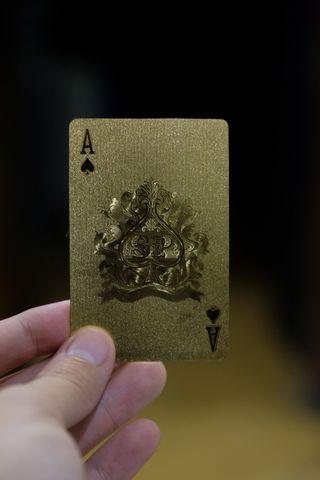 🚚 Metallic Gold Playing Cards