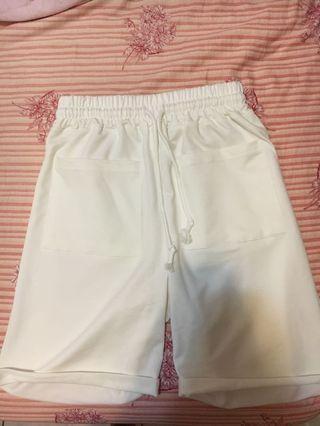 全新白色鬆緊五分短褲