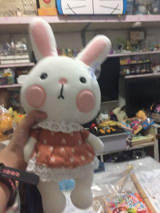 兔仔公仔(夾回來的)