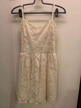 🚚 Forever 21 白色蕾絲洋裝