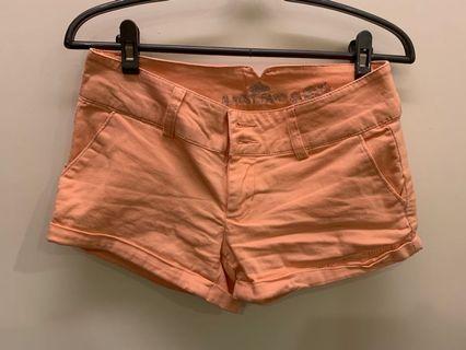 🚚 橘色短褲