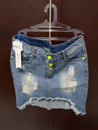 Rok jeans baru masih ada tag