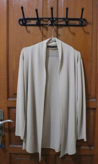 outer warna cream