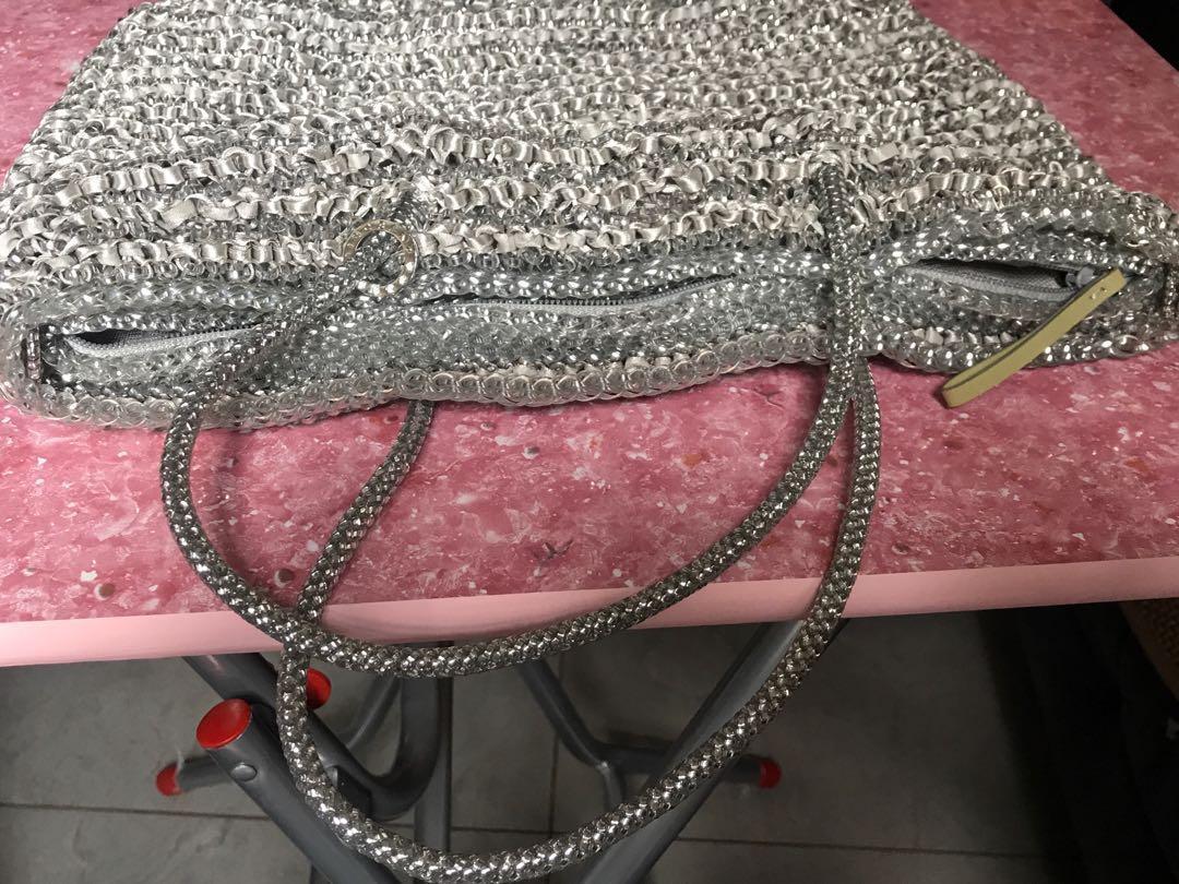 Anteprima 銀色,長帶連手袋有麈袋(正版)28cm濶,26cm高,底部6cm濶