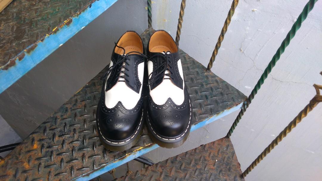 Dr.Martens 3989 Brogue Black & White