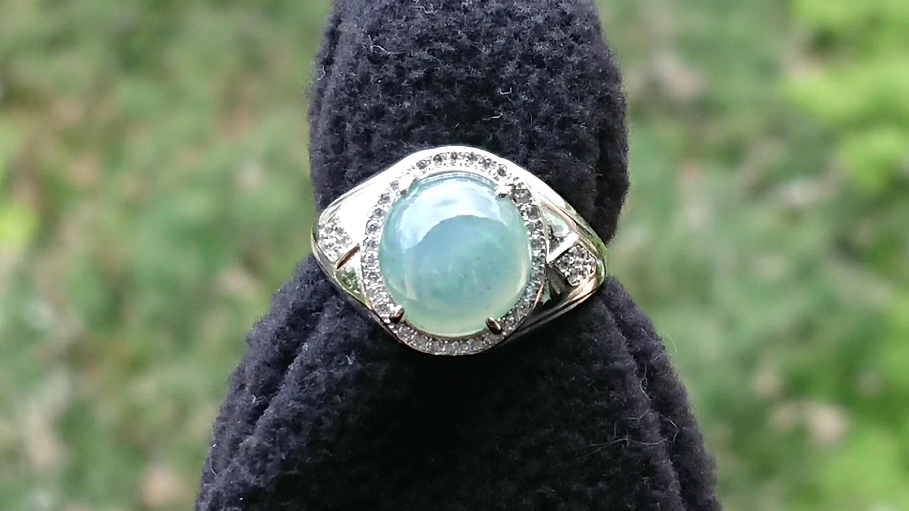 Jadeite, Jelly Translucent with Blue Including Type A Jade Cabochon on S925 Silver Men's Ring.起胶糯化飘蓝花缅甸玉翡翠旦面S925银男戒。