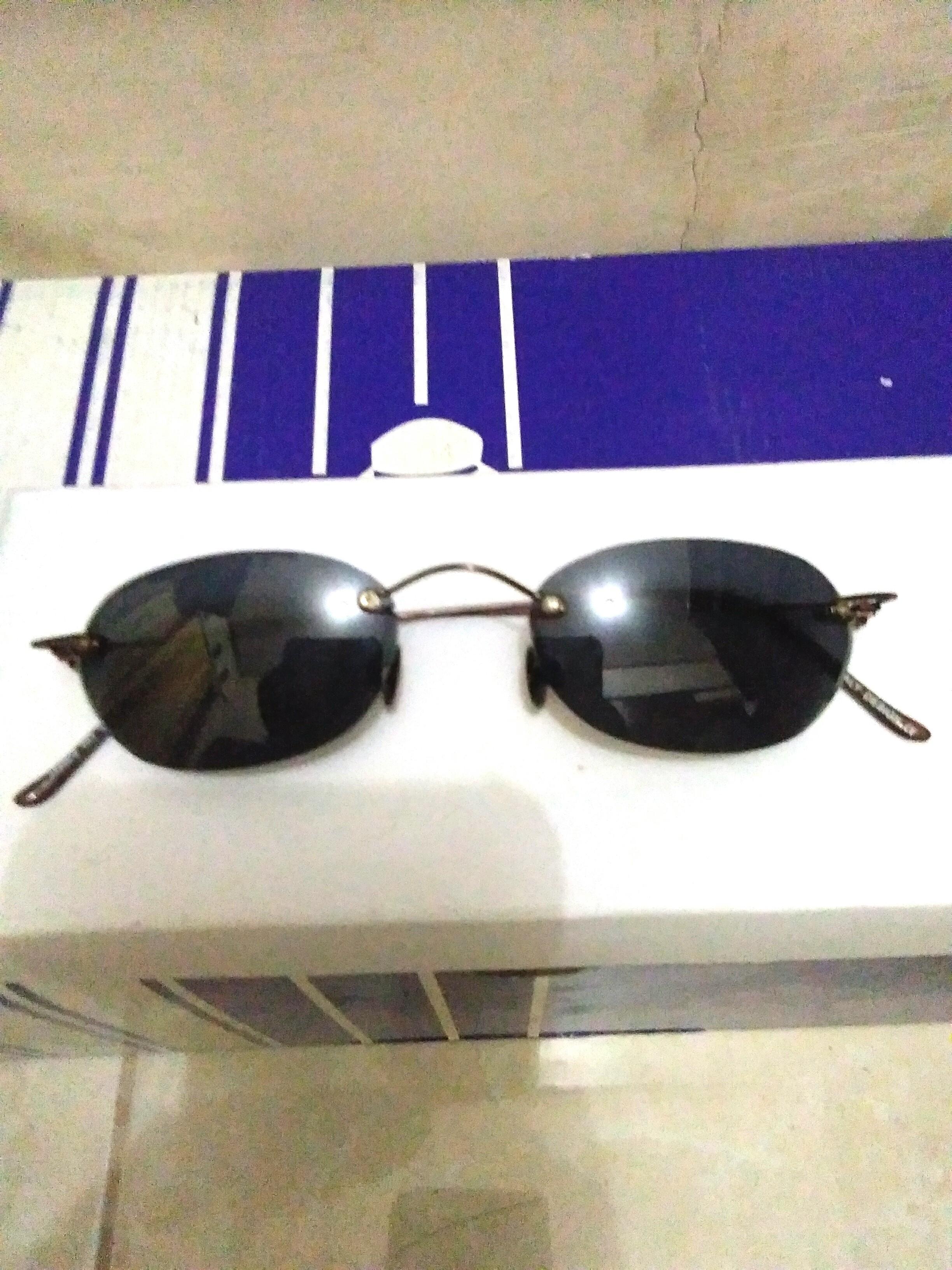 Kacamata Unik Lensa Kecil