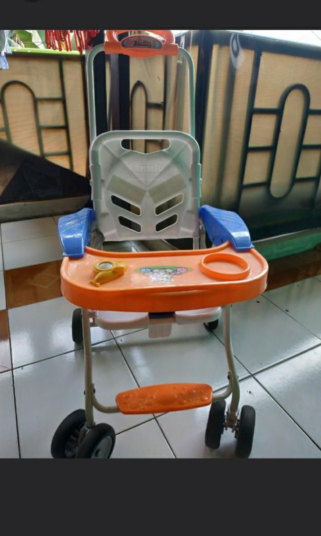 Kursi makan family dorong