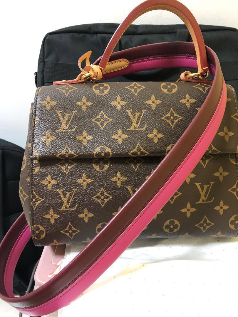 8d6953b76a6 Louis Vuitton sling bag. Authentic. Condition is as good as new