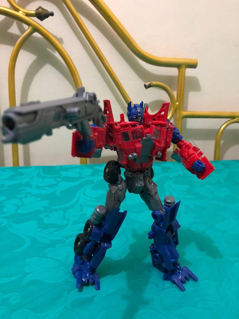 Robot Transformers Bisa Berubah Jadi Truck Optimus Prime